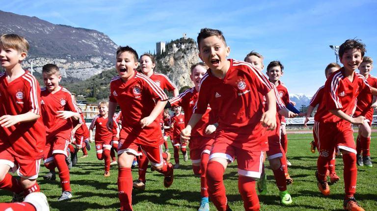 Бавария мюнхен дети академия футбольная