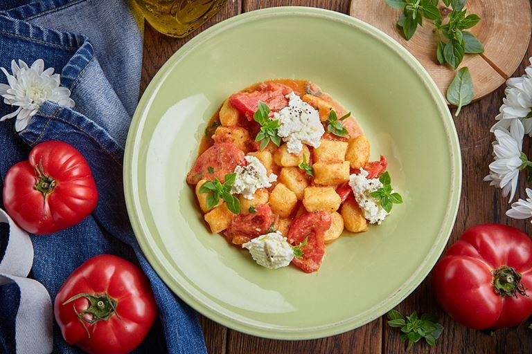 Ньокки с копченой рикоттой и томатным соусом от ресторана «Сыроварня»