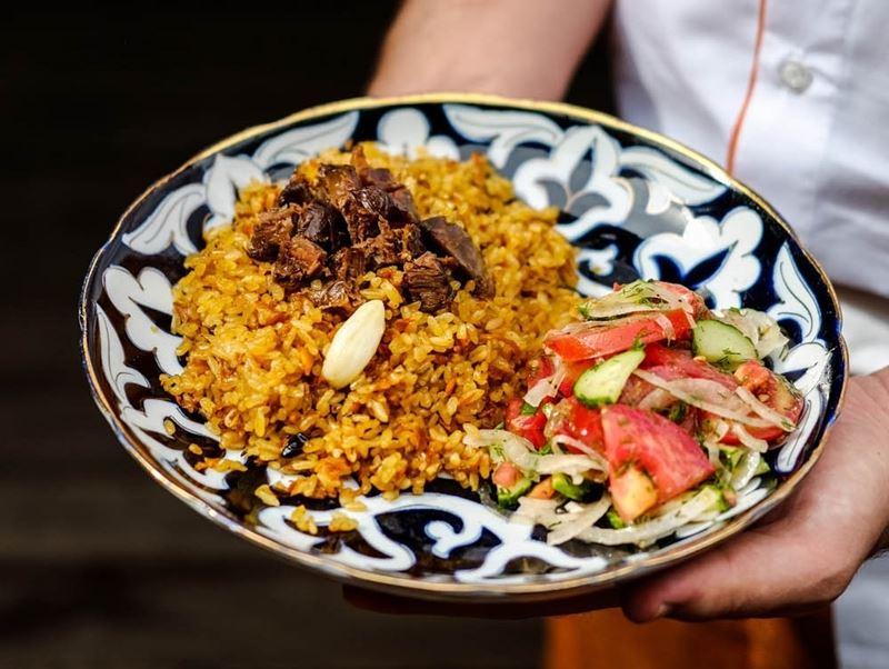 Рецепт чайханского плова с бараниной и салатом Ачик Чучук от шеф-повара ресторана «Ош Пош»