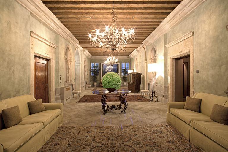 Villa F – отдых в Венеции в атмосфере старинной виллы - фото - холл