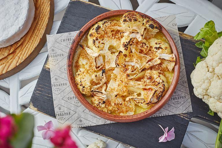 Запеченная в дровяной печи цветная капуста от ресторана «Сыроварня» – рецепт