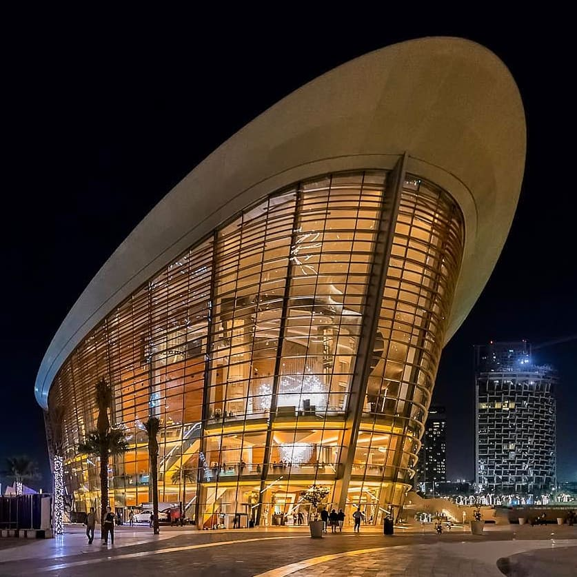 Insta-вдохновение: 5 мест в Дубае для лучших ракурсов башни Бурдж-Халифа - Дубайский оперный театр