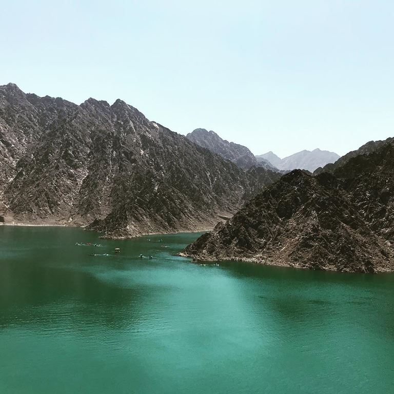 красивые места в Дубае для ярких и необычных фотографий - Озеро Хатта