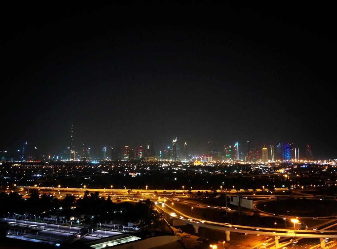 Insta-места: где делать фото красивых закатов в Дубае – Терраса японского ресторана TOMO в отеле Raffles