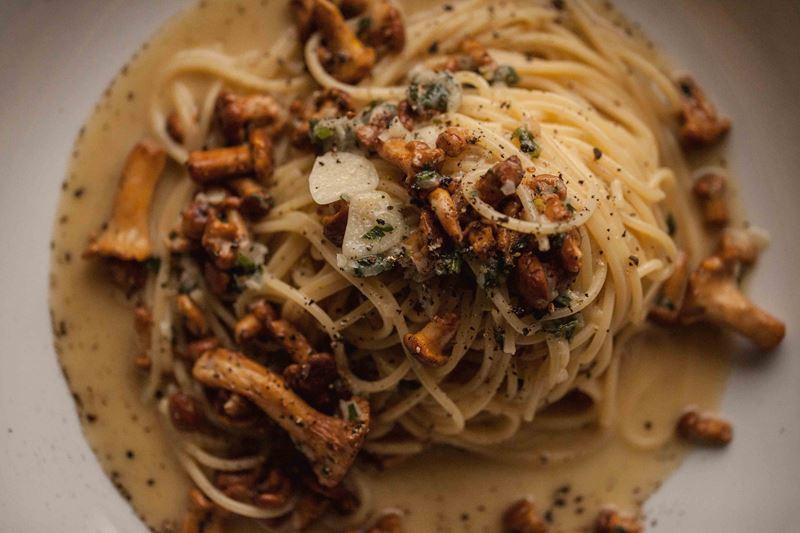 Домашняя паста с рагу из лисичек от ресторана «Честная кухня»
