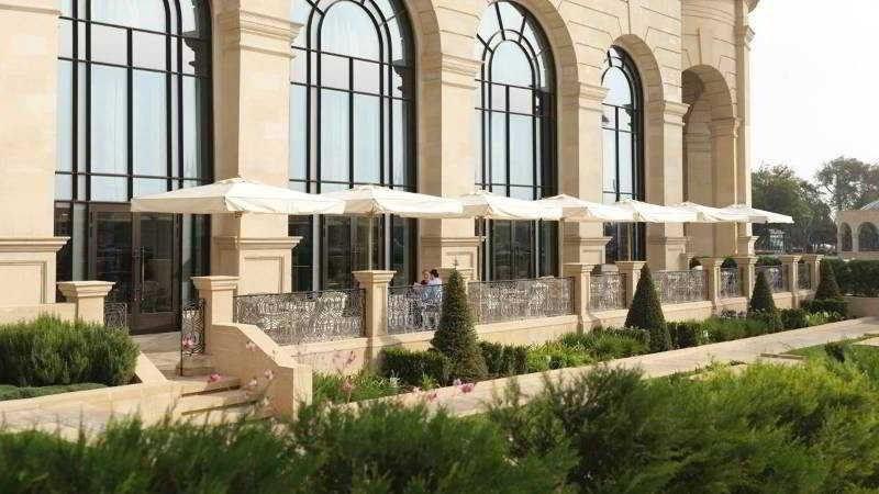 Лето-2019 в Баку вместе с Four Seasons Hotel Baku - фото террасы ресторана