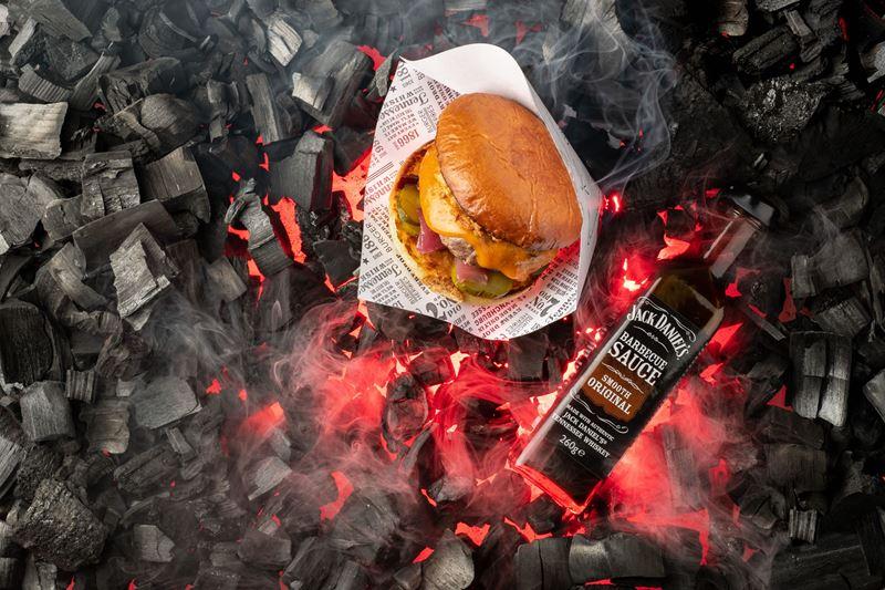 Jack Daniel's и Burger Heroes сделали коллаборационный бургер - фото 1
