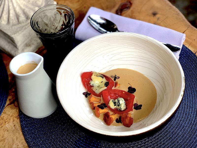 Рецепт крем-супа из лисичек с сыром дорблю от ресторана MODUS