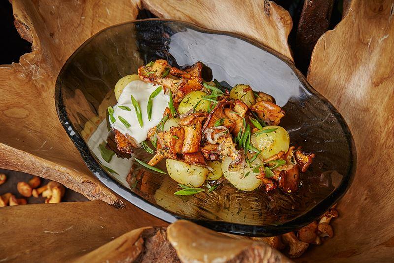 Сезон лисичек-2019 в ресторанах Москвы - Молодой картофель с лисичками