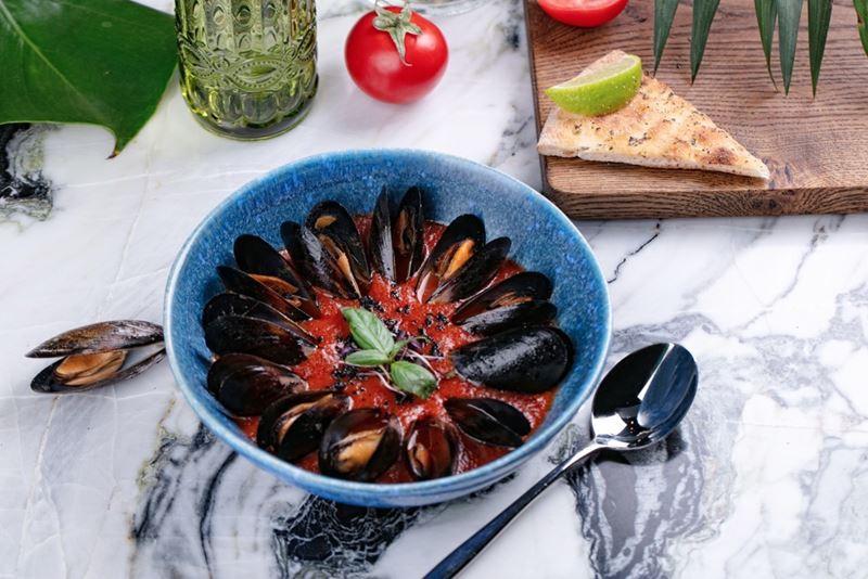 5 рецептов блюд с помидорами от ресторанов Москвы - Суп томатный с мидиями
