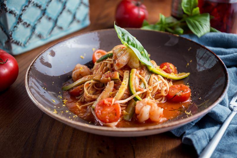 5 рецептов блюд с помидорами от ресторанов Москвы - Лингвини с томатами черри и креветками