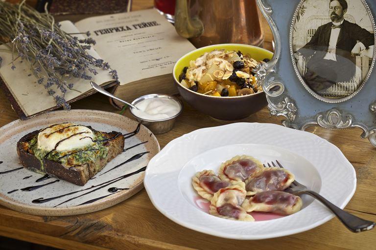 Завтраки по-русски в Москве: новое меню в ресторане «Матрёшка»