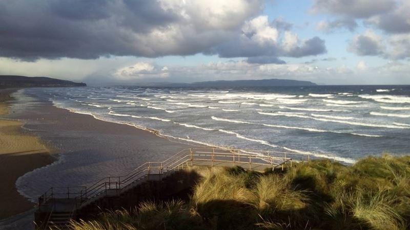 Топ-15 самых красивых пляжей Великобритании - Портстьюарт Стрэнд, графство Лондондерри (Северная Ирландия)