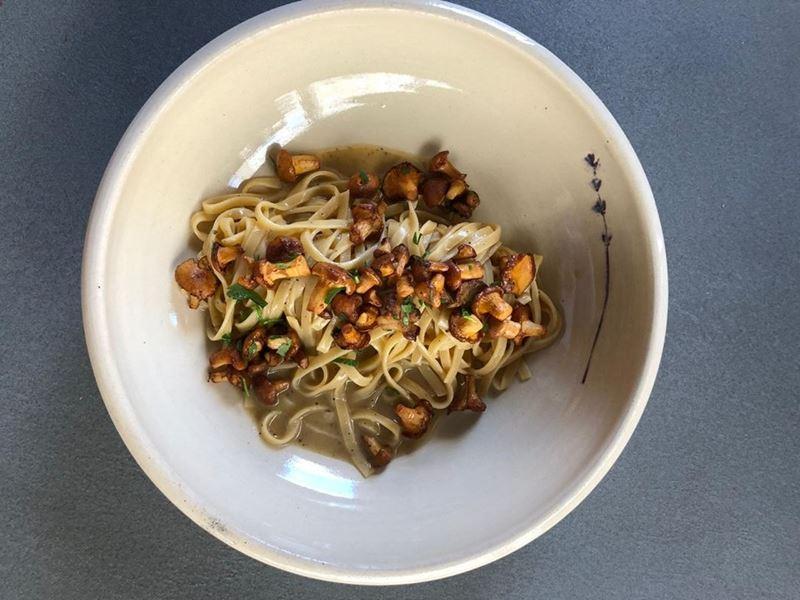 Рецепт пасты тальятелле с лисичками от ресторана La Fabbrica
