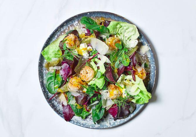 Рецепт салата с креветками от бренд-шефа ресторанов «Чайхона №1» Сергея Сущенко.