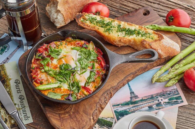 Французский завтрак в ресторане Food Embassy