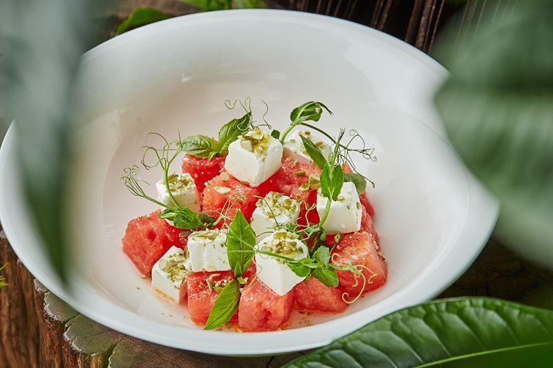 Рецепт салата из арбуза с сыром фета от шеф-повара ресторана Sixty Сергея Кондакова