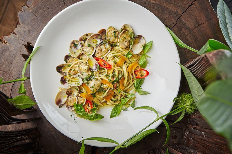 Рецепт спагетти с моллюсками вонголе и икрой боттарга от шеф-повара ресторана Sixty Сергея Кондакова