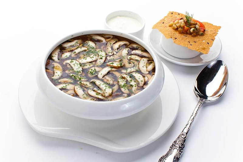 Рецепт супа из белых грибов и шиитаке от ресторана «Турандот»
