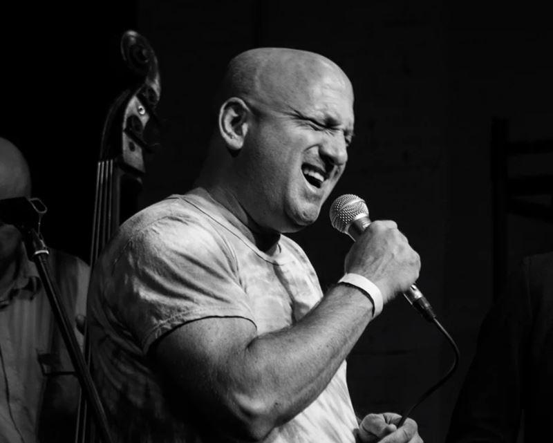 Эпоха джаза: музыкальные вечера в гастрономическом кафе Charlie