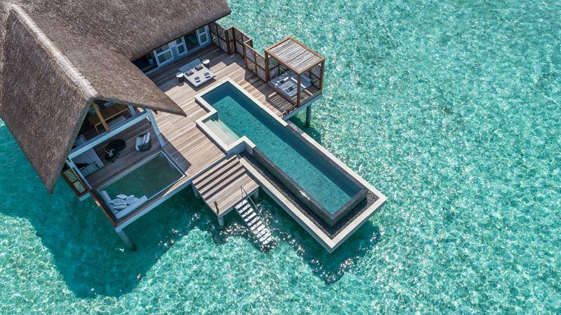 Водные виллы с бассейном от Four Seasons Resort Maldives at Landaa Giraavaru - фото 1