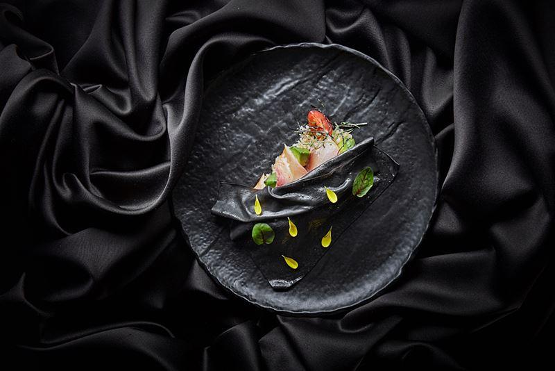 Рецепт поке с хамачи и авокадо от шеф-повара ресторана «Турандот» Дмитрия Еремеева.