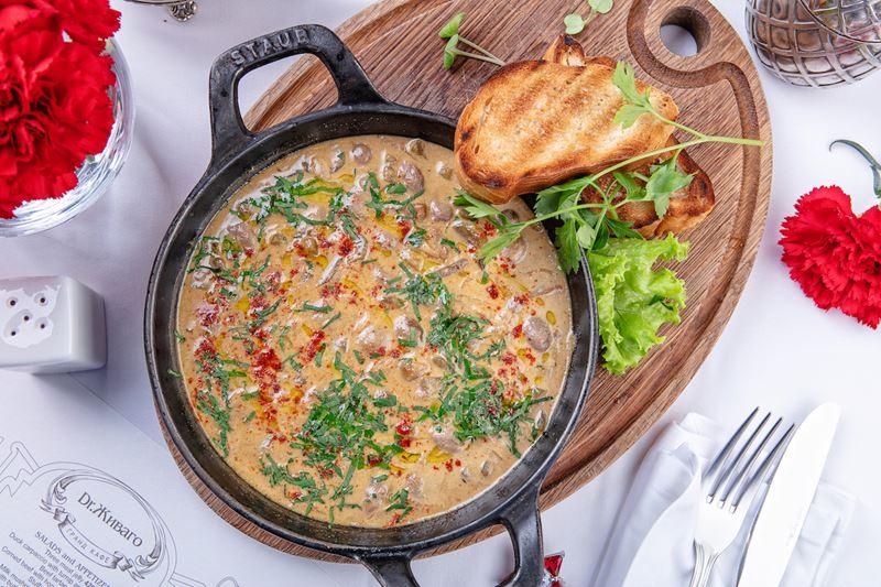 Рецепт почек кролика томлёных в горчице с аджикой от Гранд-Кафе «Dr. Живаго»