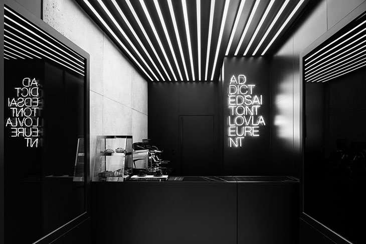Модный бренд Saint Laurent открыл кафе в Париже - фото 1