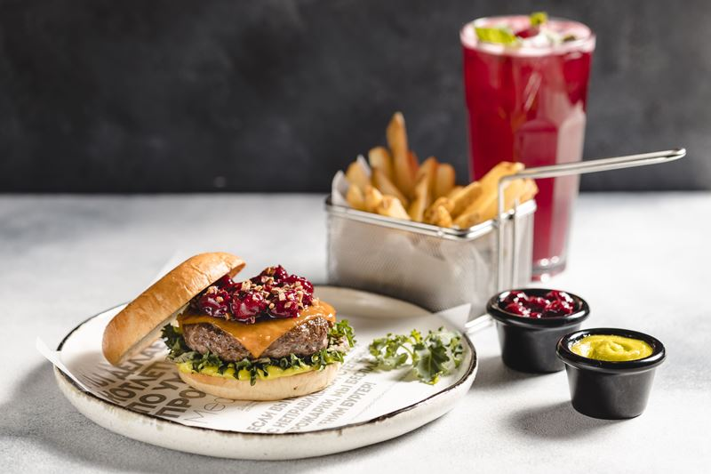 Коллаборация Burger Heroes и Артема Гребенщикова (BoBo): бургер «Брукс» для МГФ XV