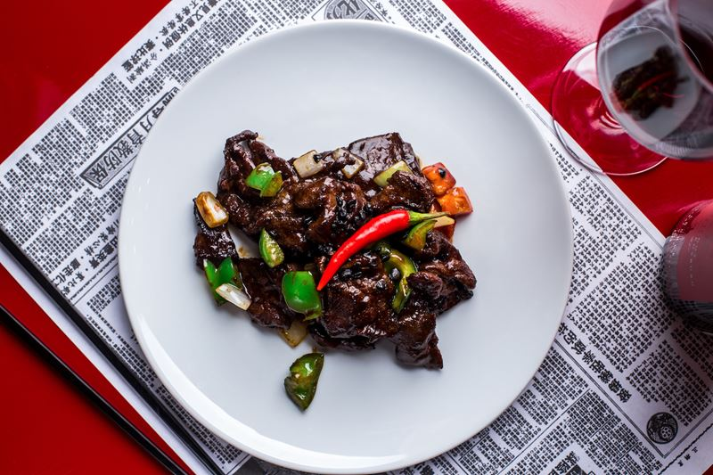Рецепт говядины с чёрным перцем от шеф-повара ресторана «Китайская грамота. Бар и Еда» Чжана Сяньчэна