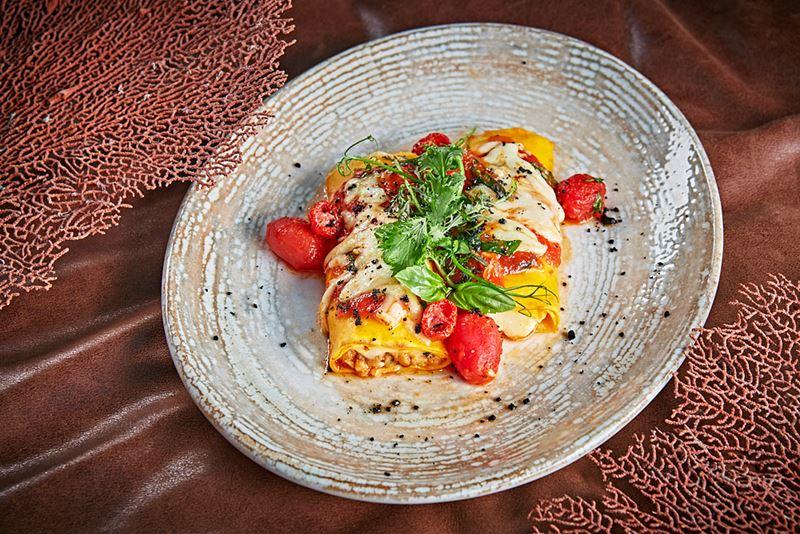 Канеллонне с кроликом и помидорами от ресторана Sixty