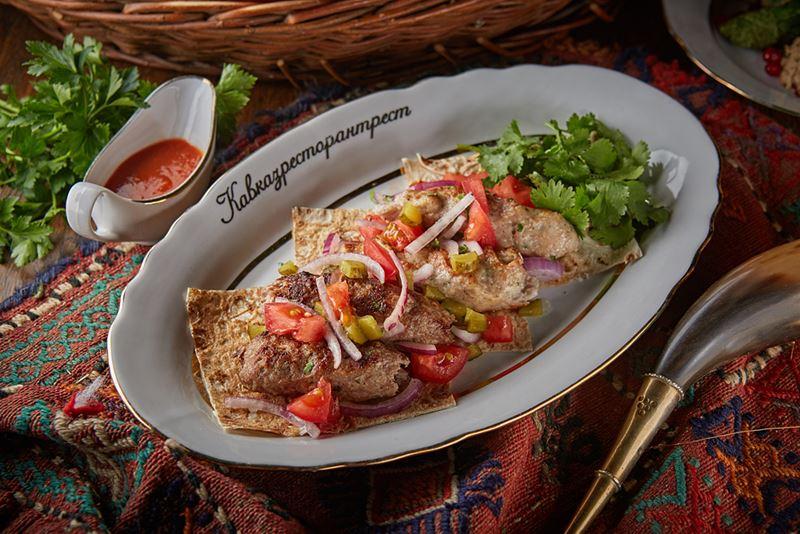 Рецепт люля-кебаба из курицы от шеф-повара ресторана «Кавказская пленница» Павла Пантеты