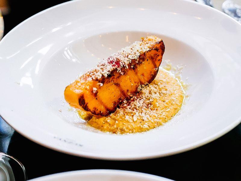 Рецепт запечённой тыквы с тыквенным хумусом и грецкими орехами от шеф-повара ресторана KUZNYAHOUSE Руслана Закирова