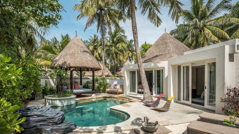 Новые пляжные виллы Four Seasons Resort Maldives at Kuda Huraa - фото 1