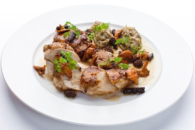 Цыпленок с грибами, воздушным картофелем и трюфелем от шеф-повара ресторана «Турандот» Дмитрия Еремеева