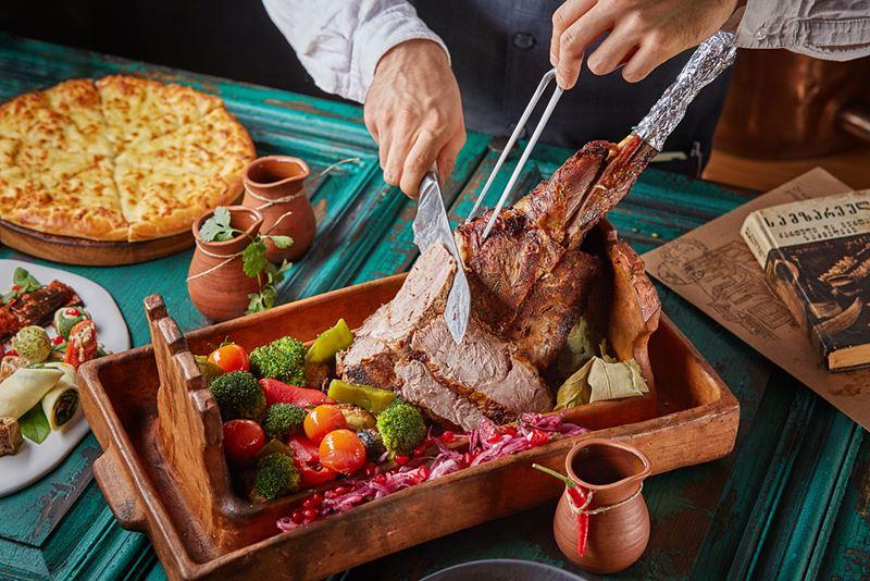Рецепты горячих блюд к Новому году от шеф-поваров - Запечённая баранья нога