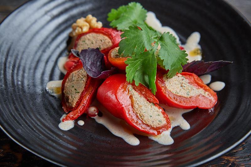 Рецепты новогодних закусок от шеф-поваров ресторанов - Болгарский перец с грецким орехом