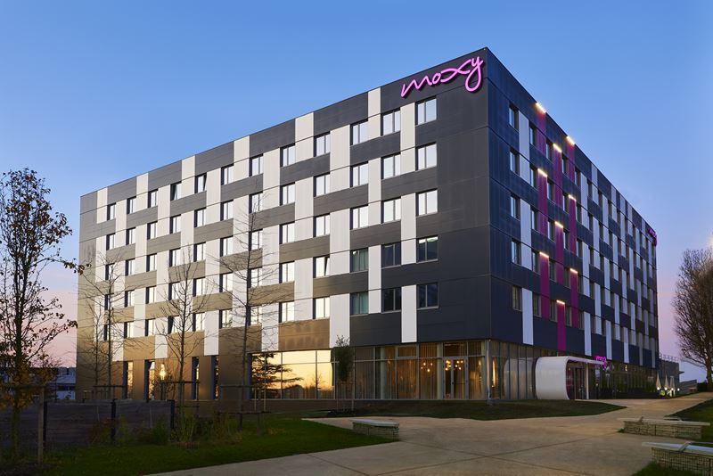 Новый отель в Париже: Moxy Paris Charles de Gaulle Airport - фото 1