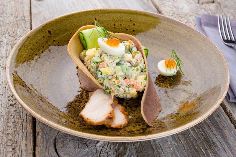 Рецепты новогодних закусок от шеф-поваров ресторанов - Салат «Оливье»