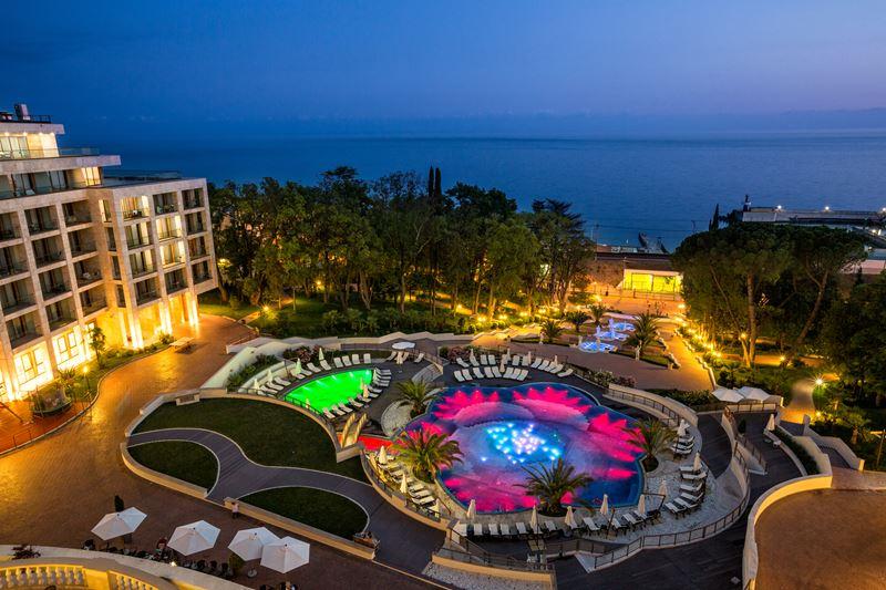 Новый год-2020 в России - Swissôtel Resort Сочи Камелия