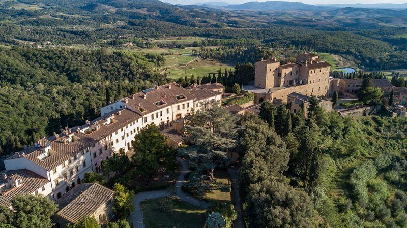 Toscana Resort Castelfalfi предлагает взять шефство над виноградником или оливковой рощей