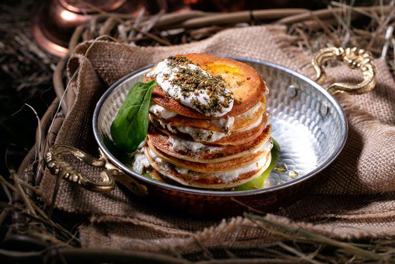 Рецепты блинов - Нутовые блины c заатаром и баклажанами с йогуртом