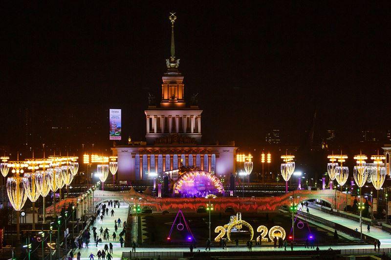 Лучшие места для романтических фотографий в Москве - Каток на ВДНХ