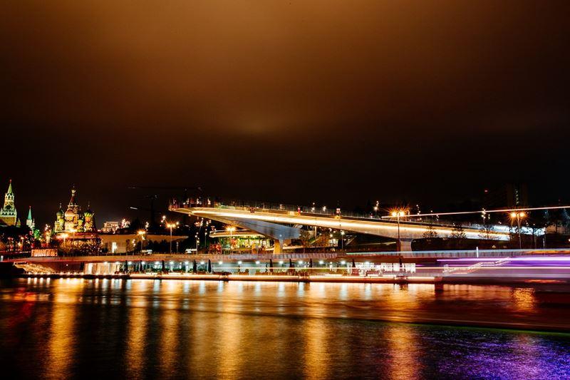 Лучшие места для романтических фотографий в Москве - Парящий мост в парке «Зарядье»