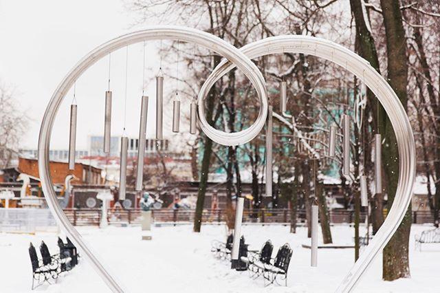 Лучшие места для романтических фотографий в Москве - сердце в саду «Эрмитаж»