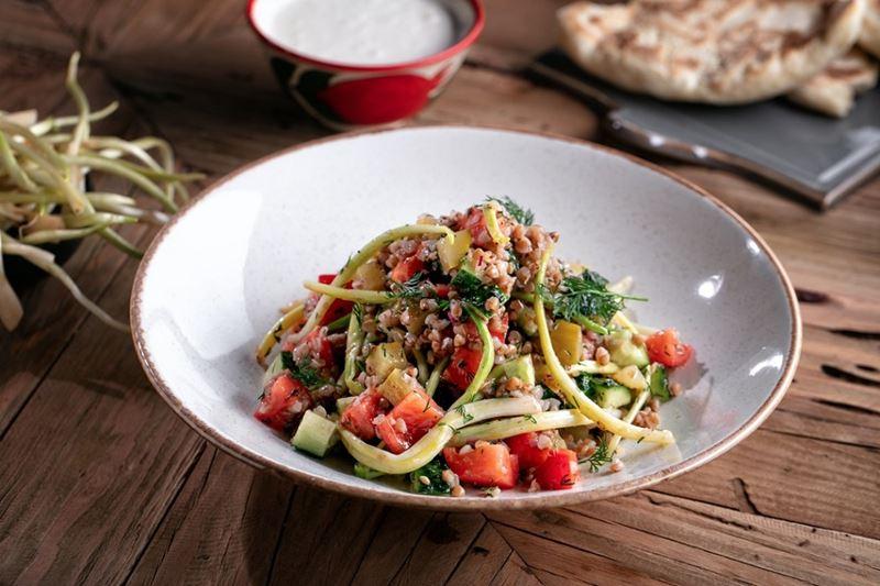 Блюда с гречкой от шеф-поваров - Салат с черемшой и гречкой