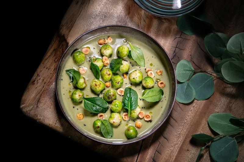 Рецепты с капустой от шеф-поваров ресторанов - Брюссельская капуста с фундуком в соусе из печеных баклажанов