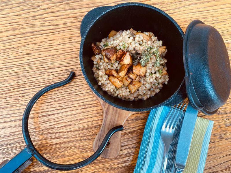 Блюда с гречкой от шеф-поваров - Зеленая гречка с белыми грибами и травами
