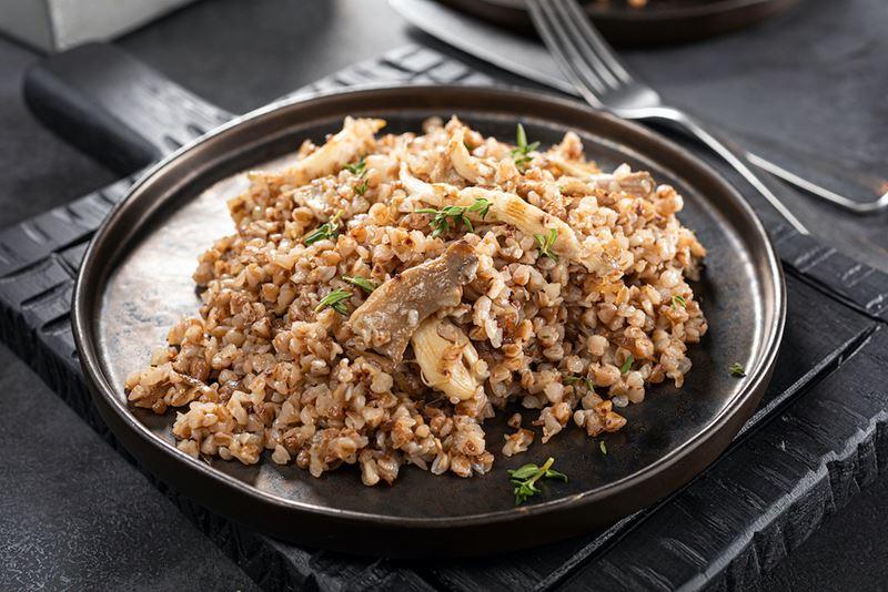 Блюда с гречкой от шеф-поваров - Гречка с вешенками и кокосовыми сливками