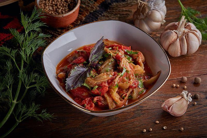 Рецепты постных овощных салатов - Теплый салат из баклажанов и помидоров